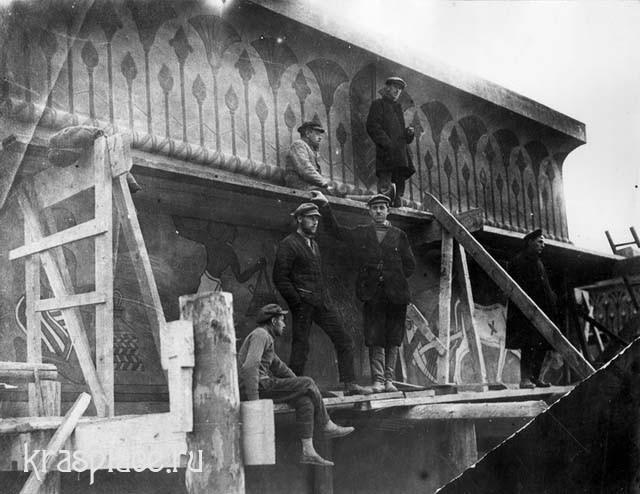 Чернышов на строительстве здания музея