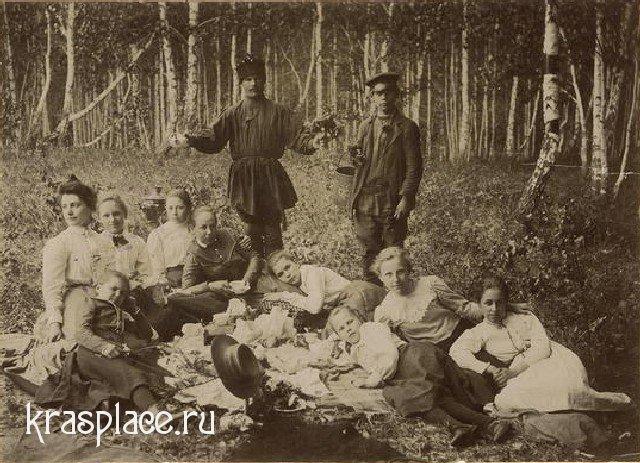 Красноженова с ученицами женской гимназии