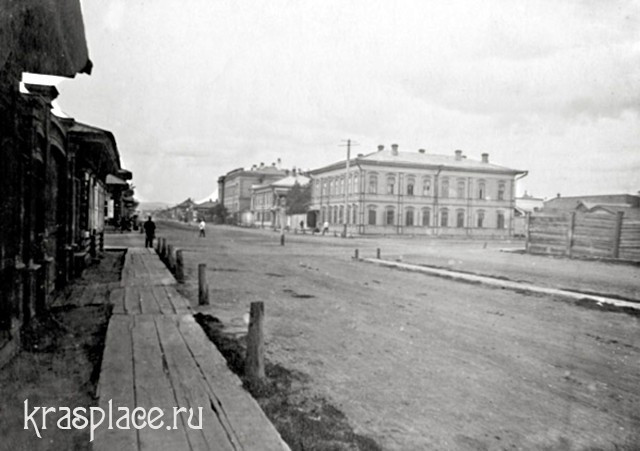 Угол улиц Маркса и Парижской Коммуны до постройки особняка Гадаловой