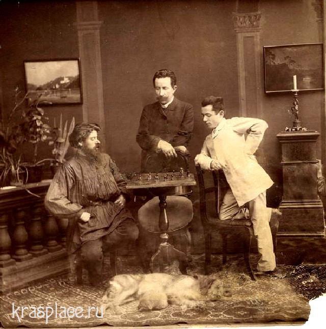 Мендель Аксельрод сидит на снимке слева