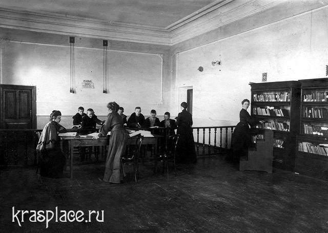 Бесплатная библиотека-читальня в фойе Пушкинского театра