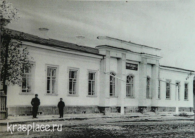 Библиотека и сейчас располагается в этом здании