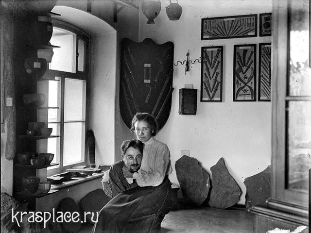 А.Я.Тугаринов с женой Верой Ивановной в музее расположенном в здании Гостиного двора