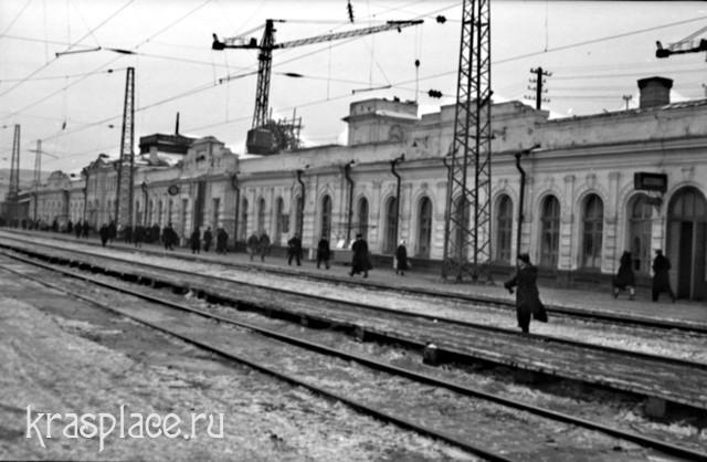 Красноярск. Старое здание железнодорожного вокзала. 1960 год
