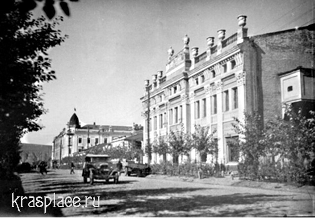 Нынешняя улица Кирова, возле Дома просвещения