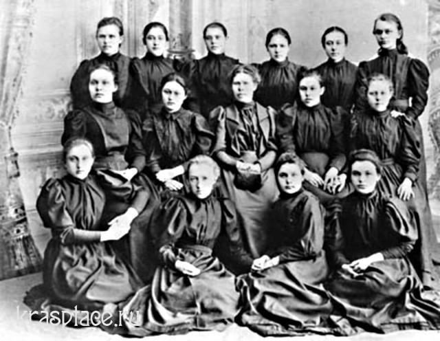 Ученицы 6-го класса Красноярской женской гимназии 1896г