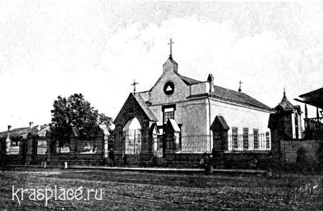 Католический костёл. Старое деревянное здание.