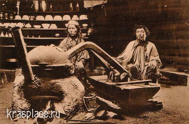 Приготовление тарасуна. Бурятия, конец XIX, начало XX века