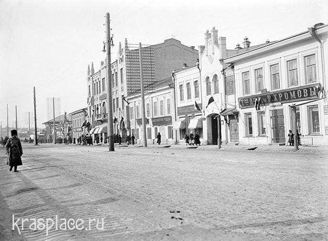 Улица Воскресенская в день юбилея династии Романовых