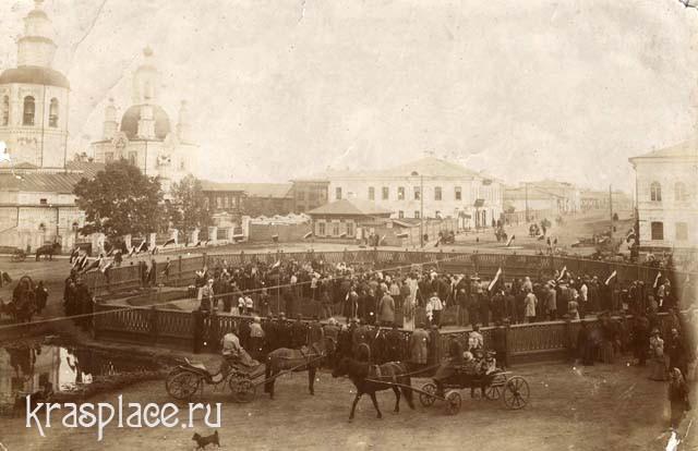 Молебен при закладке сквера на Покровской площади