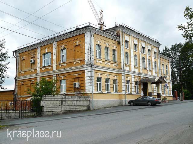 Здание бывшего городского училища в Николаевской слободе. 2011г