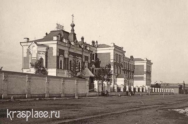 Духовная семинария. Через Архиерейский переулок виден дом А.В.Смирновой с магазином