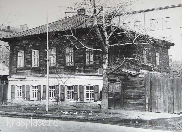 Казачий посадского типа дом на подклете. Фото из коллекции Н.Е.Лалетиной