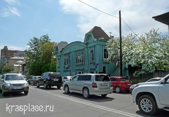 Ул.Горького, На переднем плане здание Народной консерватории
