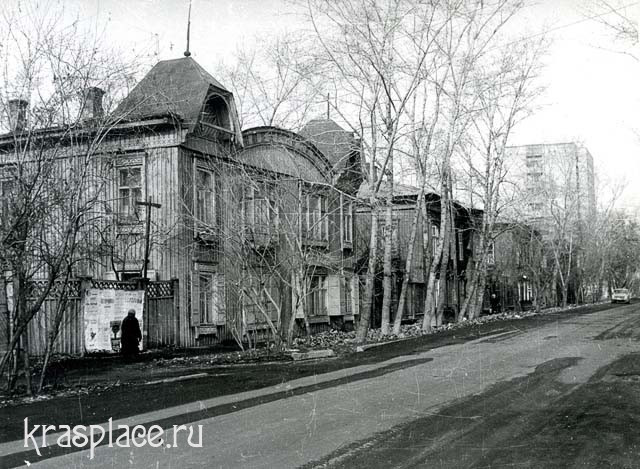Улица Горького с Народной консерваторией на первом плане. Фото Е.А. Ванслава, 1985 г