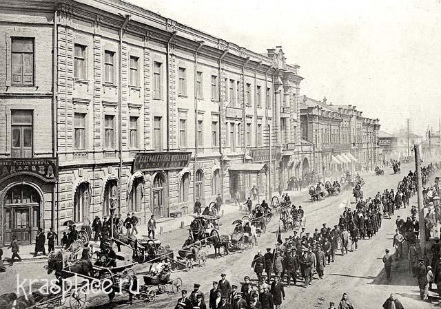 Праздничное шествие пожарников по Большой улице г. Красноярска