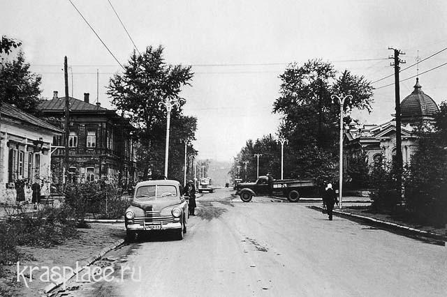 Деревянный дом Саввиных. Фотография 1956г. Из альбома В.Черкашина