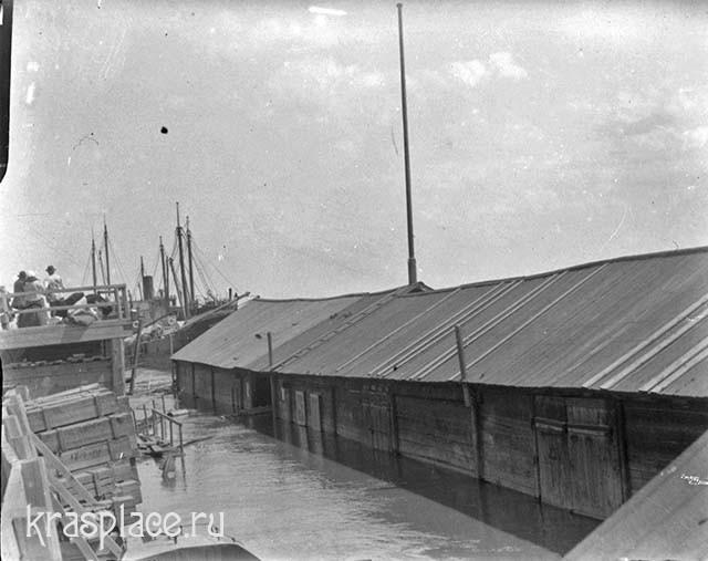Наводнение 1916 г. Около кладовых. Из фондов ККМ