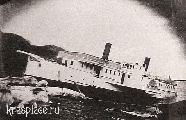 Пароход- граф Игнатьев-, вытолкнутый весенним ледоходом на берег в Коркинском затоне