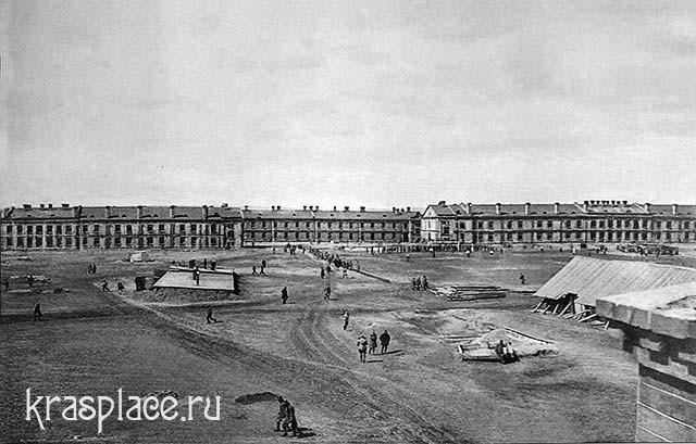 Площадь а красноярском военном городке. Из альбома Черкашина