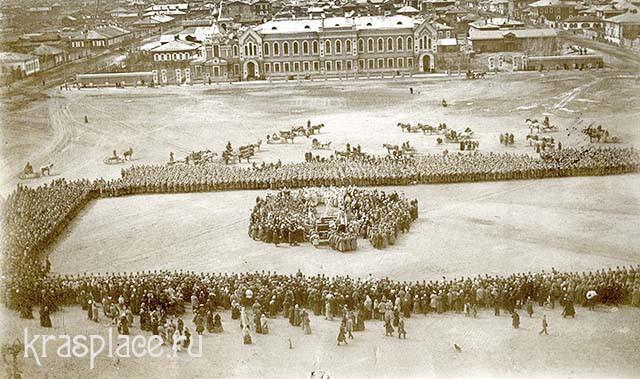 Молебен пред отправкой войск на Японский фронт. Фрагмент фото из архива ККМ