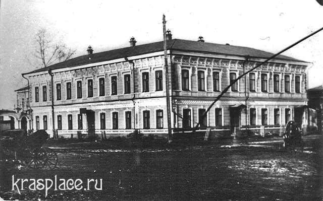 Дом В.Гадалова. Угол Парижской и Мира