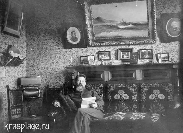 Красноярский врач Кусков в своем кабинете. Из архива ККМ