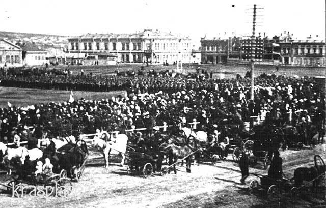 Новобазарная площадь и гостиница Новая Россия. Фрагмент фото из архива ККМ