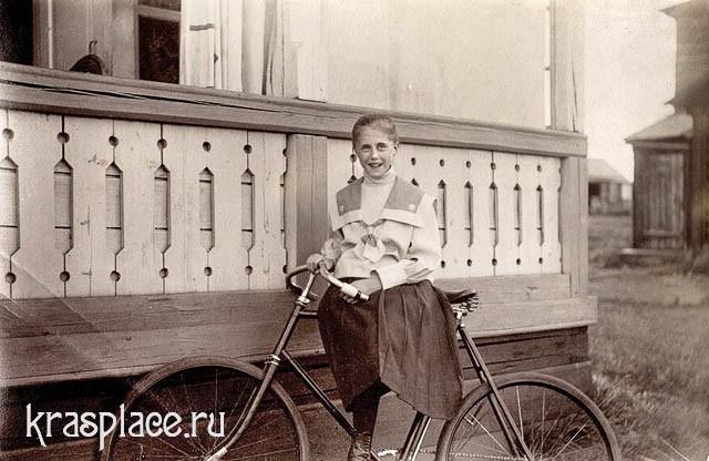 Дочь врача П.Н.Коновалова Евгения на озере Шира