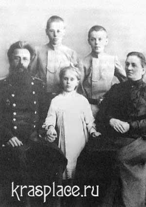 П.Н.Коновалов с женой и детьми