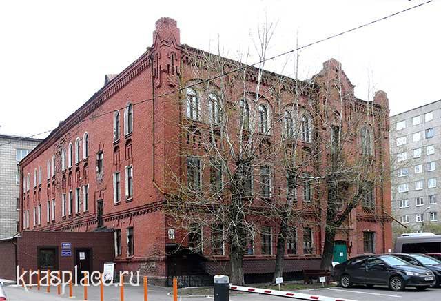 Западный и южный фасад дома Ковского