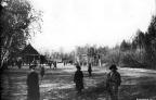 gorodskoi_tir_v_sadu_1890